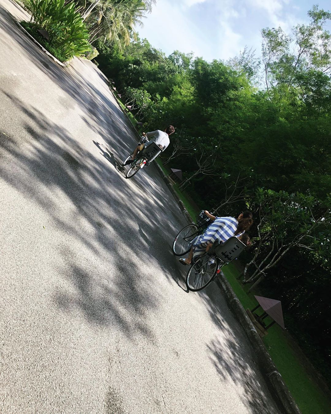 3 shahid kapoor and mira rajput riding bike with kids