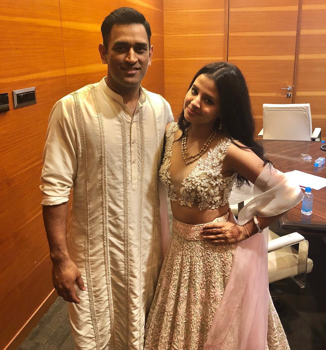 stunning-successful-and-gorgeous-wives-of-indian-cricketers-in-bengali %283%29