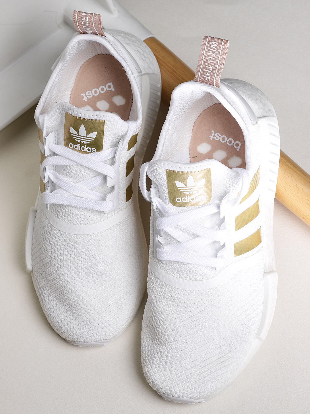 fd8dac3b-a6f4-4f55-85b9-4ee570b712231539333586615-Adidas-Originals-Women-White-NMD R1-Patterned-Sneakers-4891539333586469-1