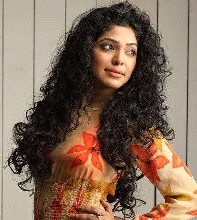 rima-kallingal-indian-celebrity-curly-hair