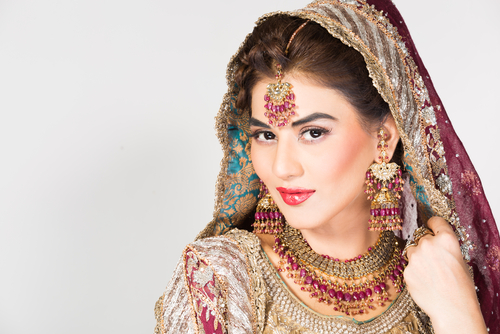 6 a bride should never wear at her wedding