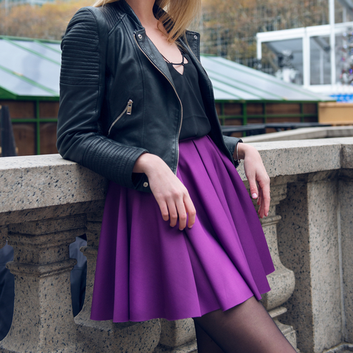 1 unexpected things girls wear that guys love - leather skirt woman