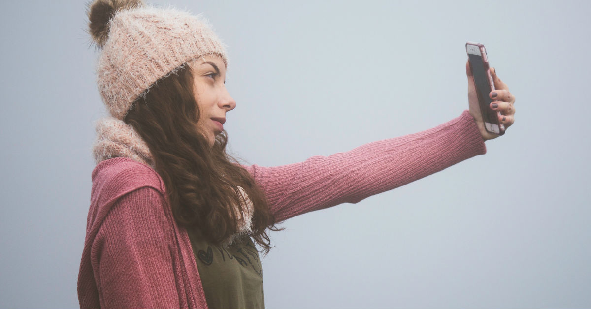Clicking Selfies Is A Mental Disorder, Confirms A Study. How Many Have You Clicked Today?