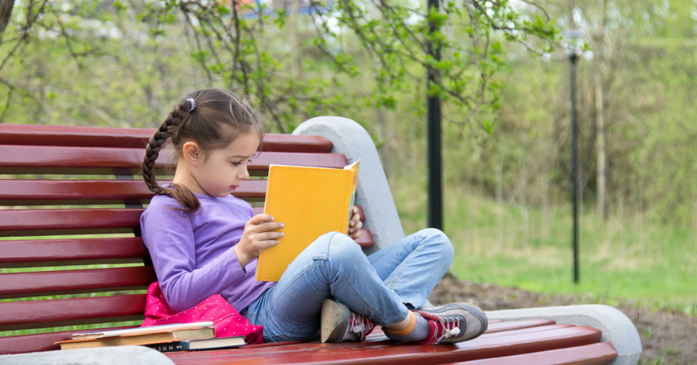 10 Books With Female Leads Every Girl Should Read!