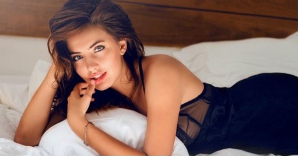 Simple Ways To Look Stunning In Bed On Your First Night!