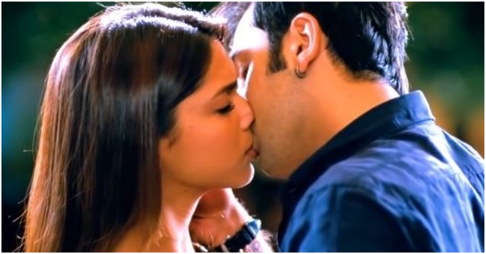 15 Iconic Bollywood Kissing Scenes That Were So Tempting