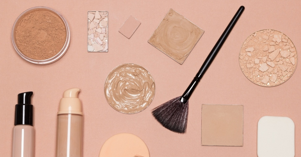 #BeautyBasics: How To *Really* Use A Fan Makeup Brush