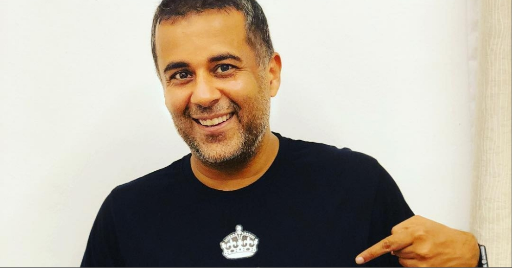 Chetan Bhagat Tweets That Make All Of Us Wonder, 'Is This Guy For Real?'