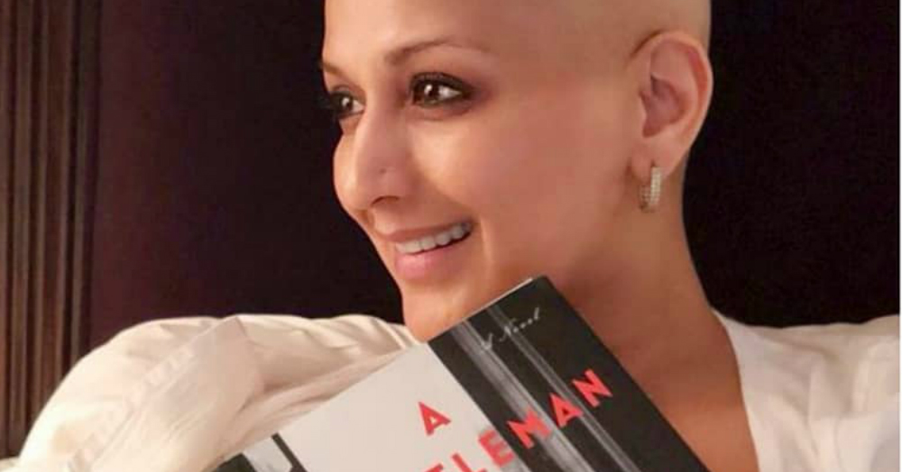Sonali Bendre Is A Ray Of Sunshine As She Celebrates Her Love For Books