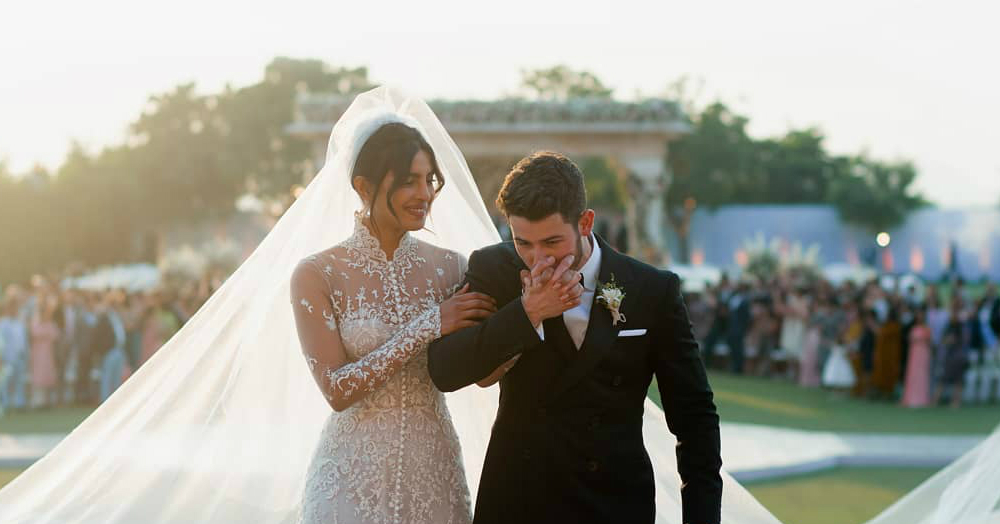 Bollywood & Hollywood Celebs Can't Stop Gushing Over Nickyanka's Wedding Pictures!