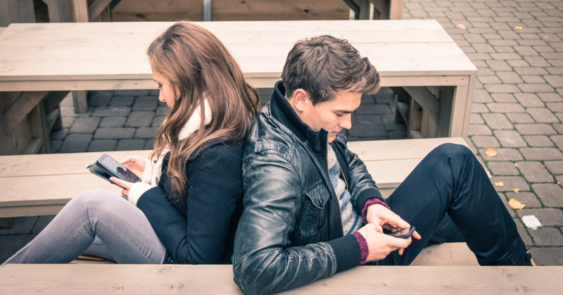 'Phubbing' Is The Latest Relationship Trend That Needs To Stop ASAP!