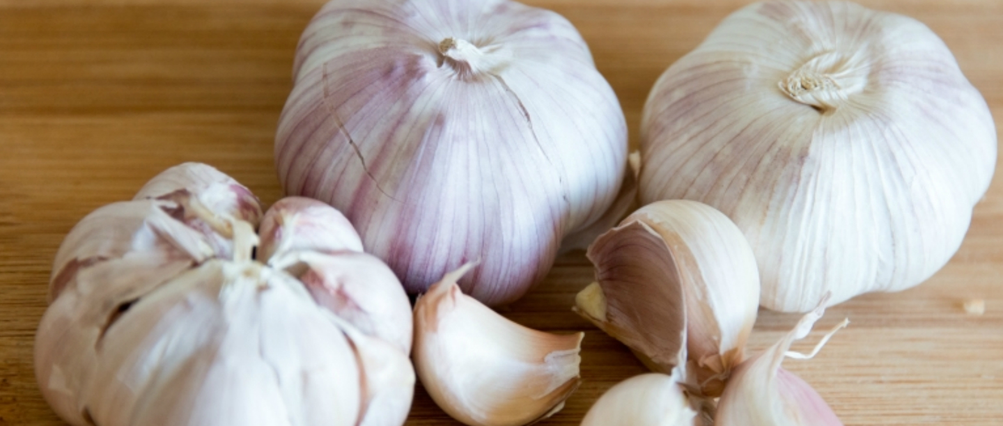 Lassan Lesson: This Twitter User Showed The Right Way To Peel Garlic & Twitter Lost It