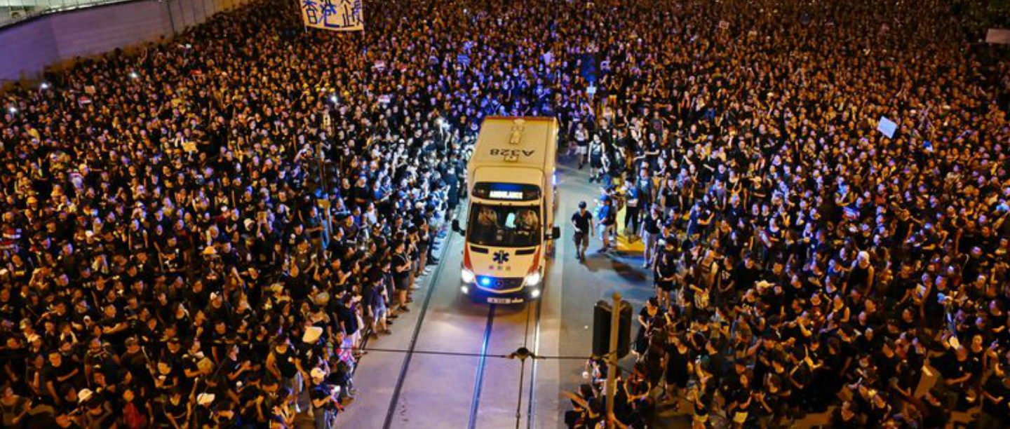 Two Billion Protestors In Hong Kong Made Way For An Ambulance In A Heartwarming Gesture