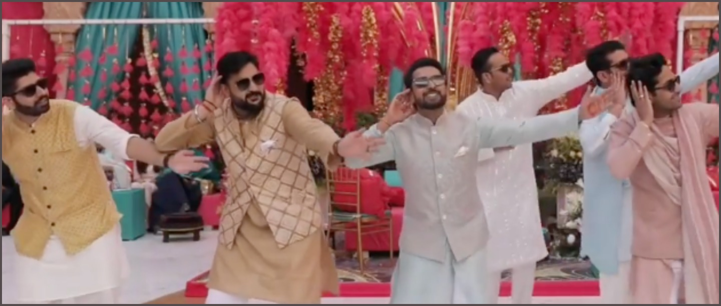 This Groom Squad Sang & Danced Along The Dhol & Every 90s Girl Will Fall In Love!