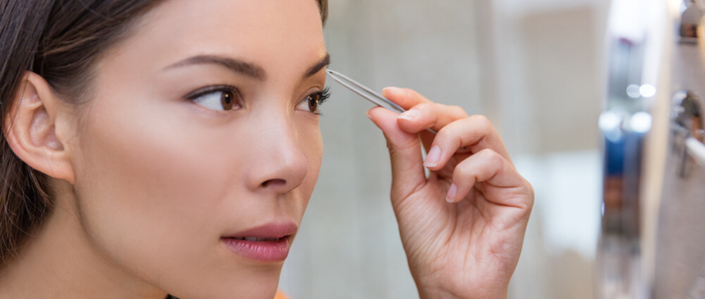 A Step-By-Step Guide On Tweezing Your Eyebrows At Home & Avoiding Complete Disaster!