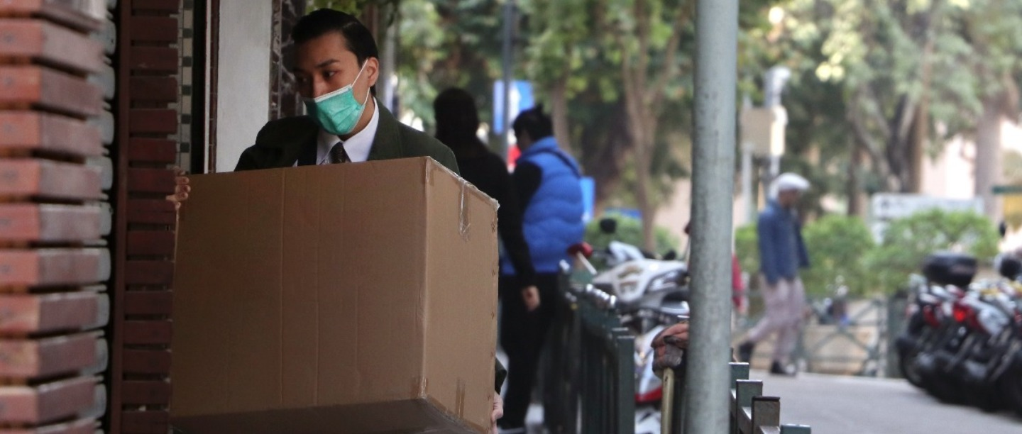 Can You Catch Coronavirus From Delivery Packages? An Expert Helps Us With The Facts