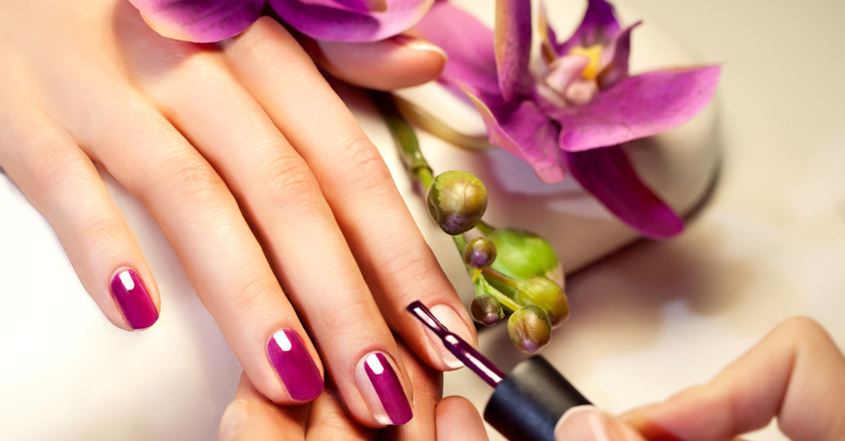 18 Dazzling Nail Colours For This Festive Season!