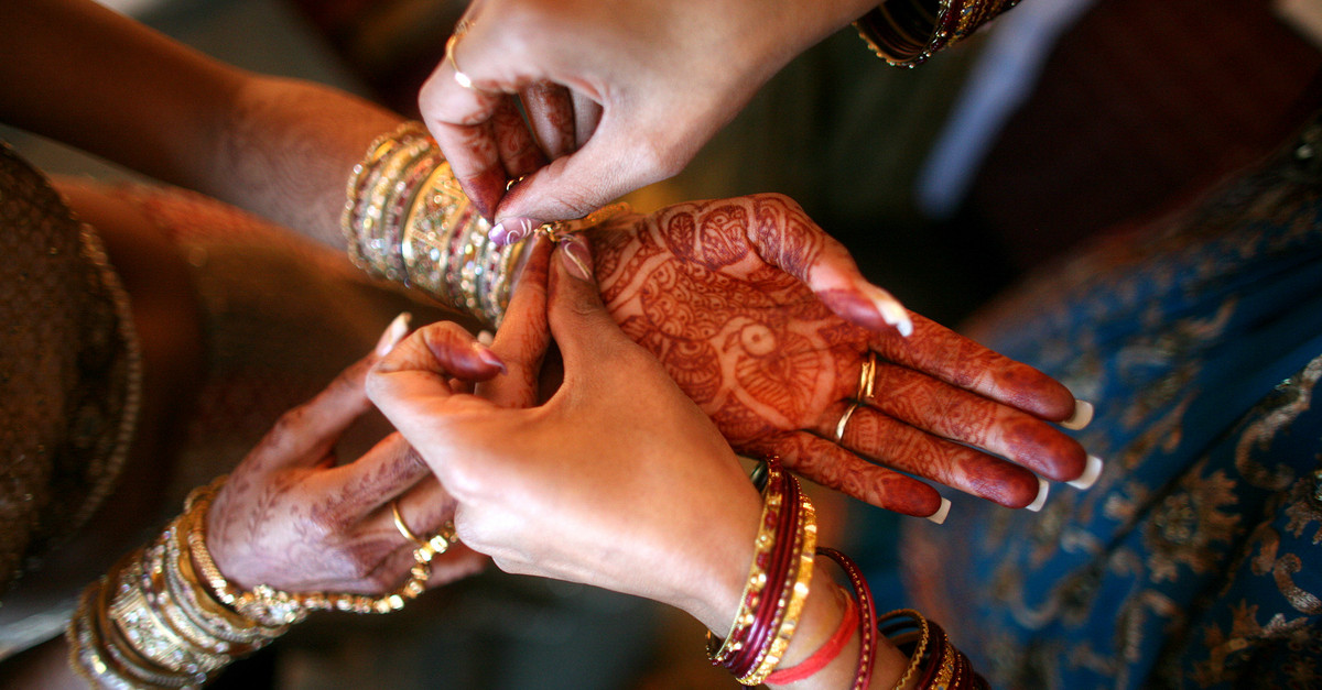 #MyStory: On My Engagement, My In-Laws Forced Me To Wear...The Ugliest Outfit Ever!