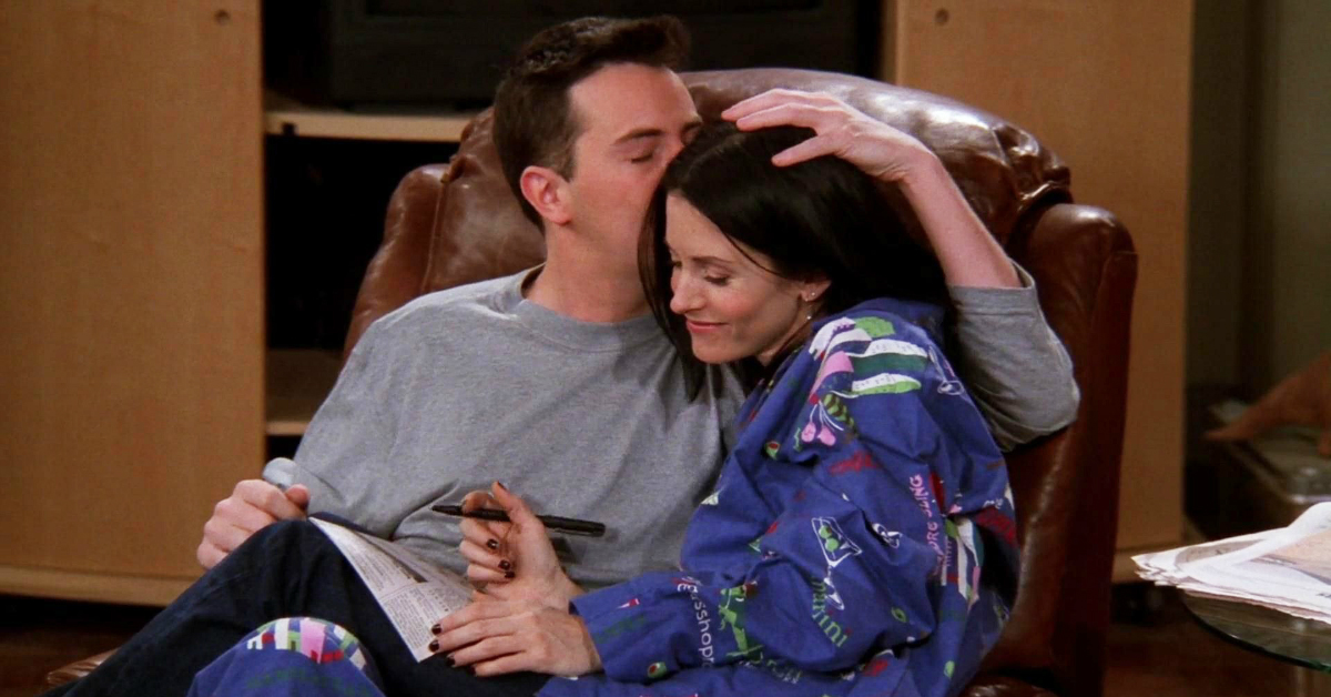 11 Signs That He's The Chandler Bing Of Your Life!!