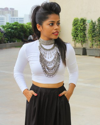 how to style the crop top - Saturday