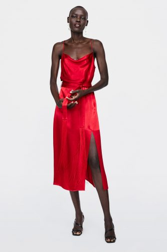 10-what-to-wear-on-first-date-red-dress-for-Dinner-Date
