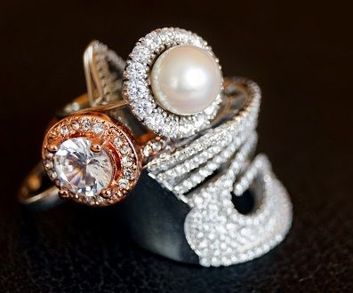 gold-diamond-jewellery-gits-for-mother-in-law