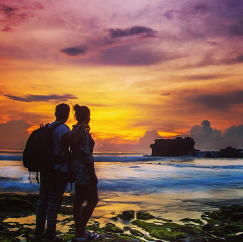 12 travelling couple