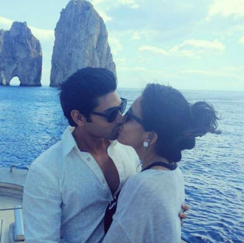 2 Vacation pictures of this celeb couple