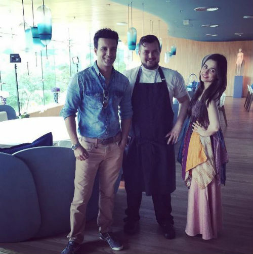 2 pictures of Aamir and Sanjeeda