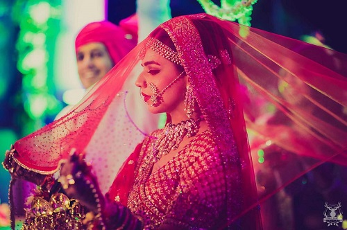 6 pictures with the wedding dupatta