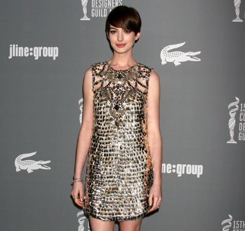 2 celebrity haircuts - anne hathaway