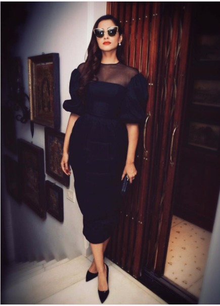 3 sonam kapoor style - fitted black dress