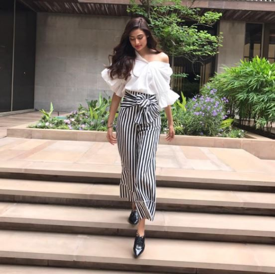 7 tips to wear wide leg pants  serene stripes front tie pants