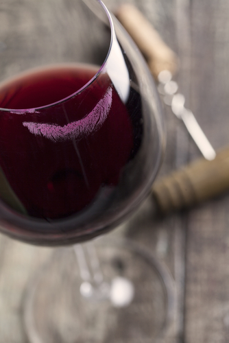 10 common lipstick problems - lip stain on wine glass