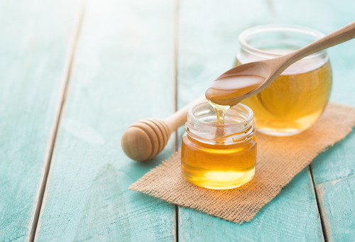 4 beauty treatments - rinse your hair with apple cider vinegar