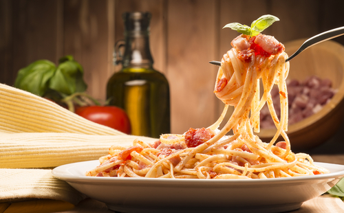 3 table manners around the world italy