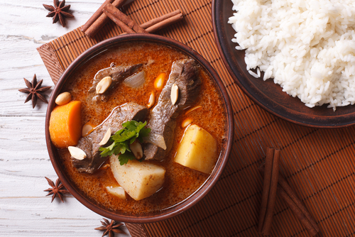 6 table manners around the world thailand
