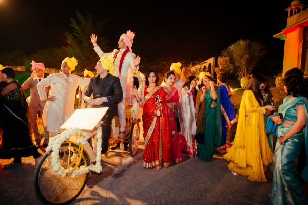 4 Groom entry-The wedding conteurs