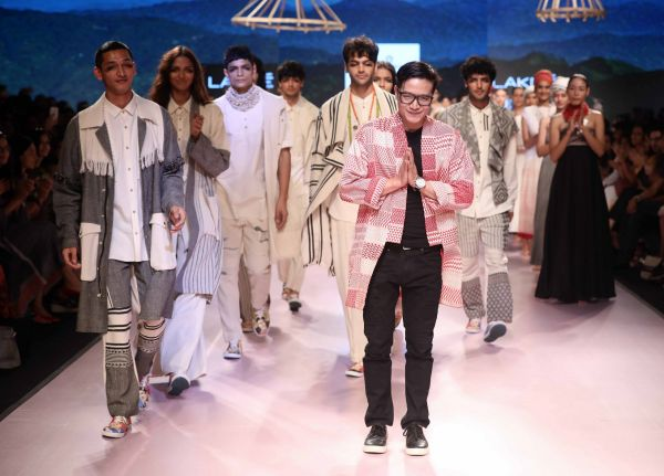 5 Jenjum Gadi presents his collection at Lakme Fashion Week Summer Resort 2018
