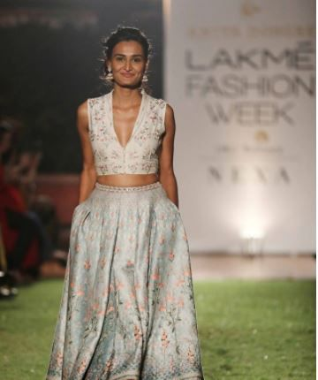 cleavage anita dongre