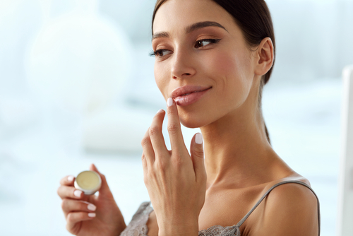 Apply-a-lip-balm-on-your-lips 3