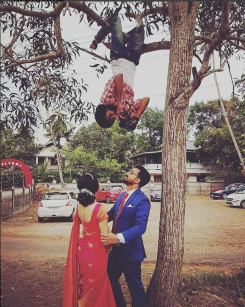 1 wedding-photographer-hung-from-a-tree-to-get-the-perfect-picture
