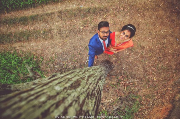 2 wedding-photographer-hung-from-a-tree-to-get-the-perfect-picture