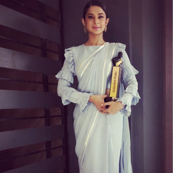 jennifer winget in saree dadasaheb phalke excellence awards 2018