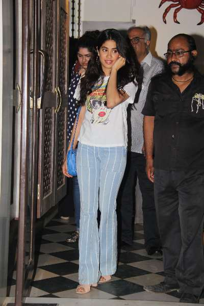 weekend that was 28 29 april janhvi kapoor striped jeans