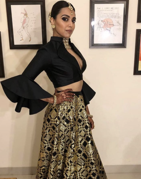 swara bhaskar low cut neckline sonam reception