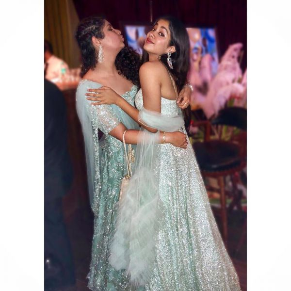 Anshula kapoor and janhvi kapoor at sonam kapoor's wedding