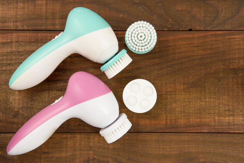 best  face  facial  cleansing  brush  skin  benefits facial cleaning brushes and brush heads on a wooden surface