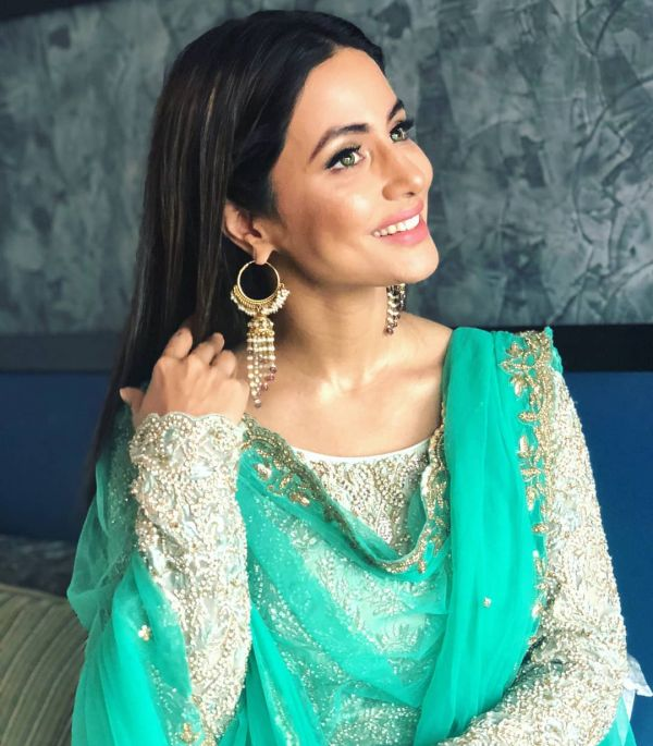 4 hina khan - posing for eid pictures