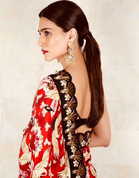 15-hairstyles-for-saree-slow-straight-ponytail